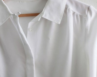 Vintage 1980s White Collared Blouse w/ Gathered details sz Medium