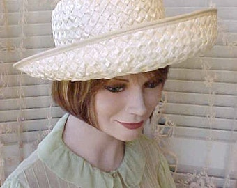 Charming Vintage Straw Hat with Little Flowers by Betmar