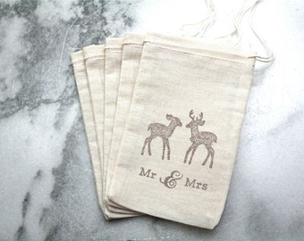 Wedding favor bags, set of 50 drawstring cotton bags. Brown deer Mr and Mrs. on natural cotton. Woodland, autumn, fall wedding favors.