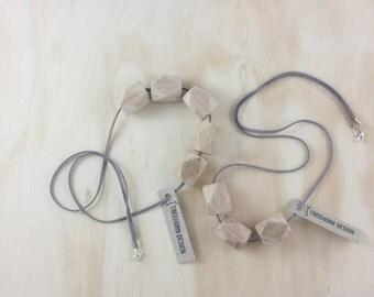 Nishio 3 bead necklace