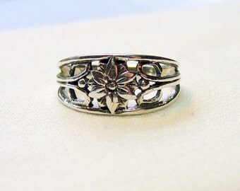 Sale! Vintage Sterling Pierced Flower  Ring - Sz. 7 1/2