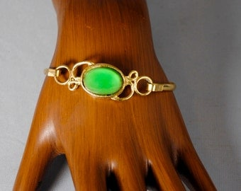 Vintage Beautiful Green and Gold Toned Bracelet 1960s