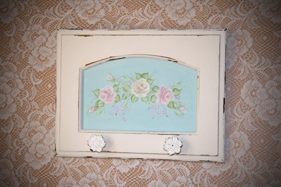 Items similar to shabby chic towel rack with handpainted for Shabby chic towel stand