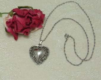 Lovely vintage romantic Danecraft Valentine sweetheart lacey sterling silver filigree heart pendant necklace