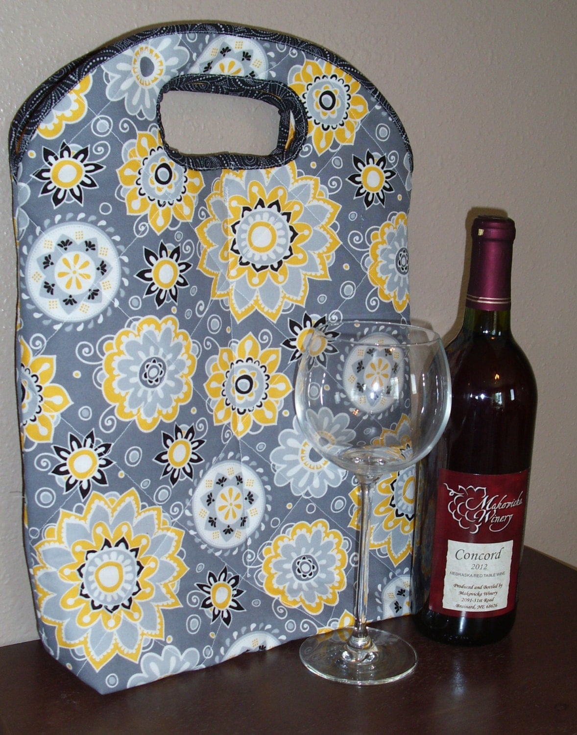 Quilted wine tote bag in sunflower print by JanomeSewWell on Etsy
