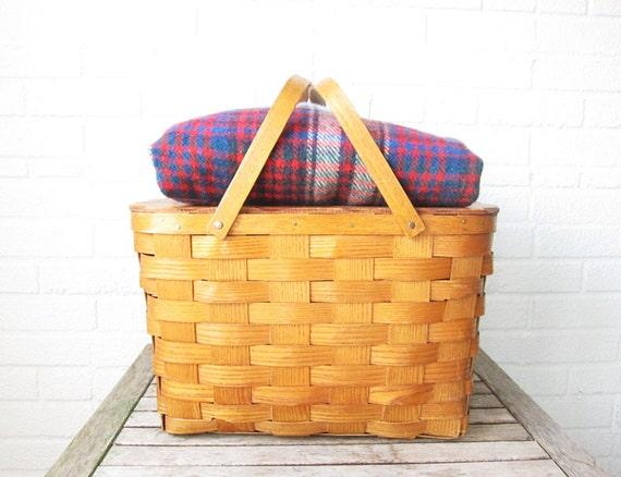 Vintage woven picnic basket from La Roux Vintage