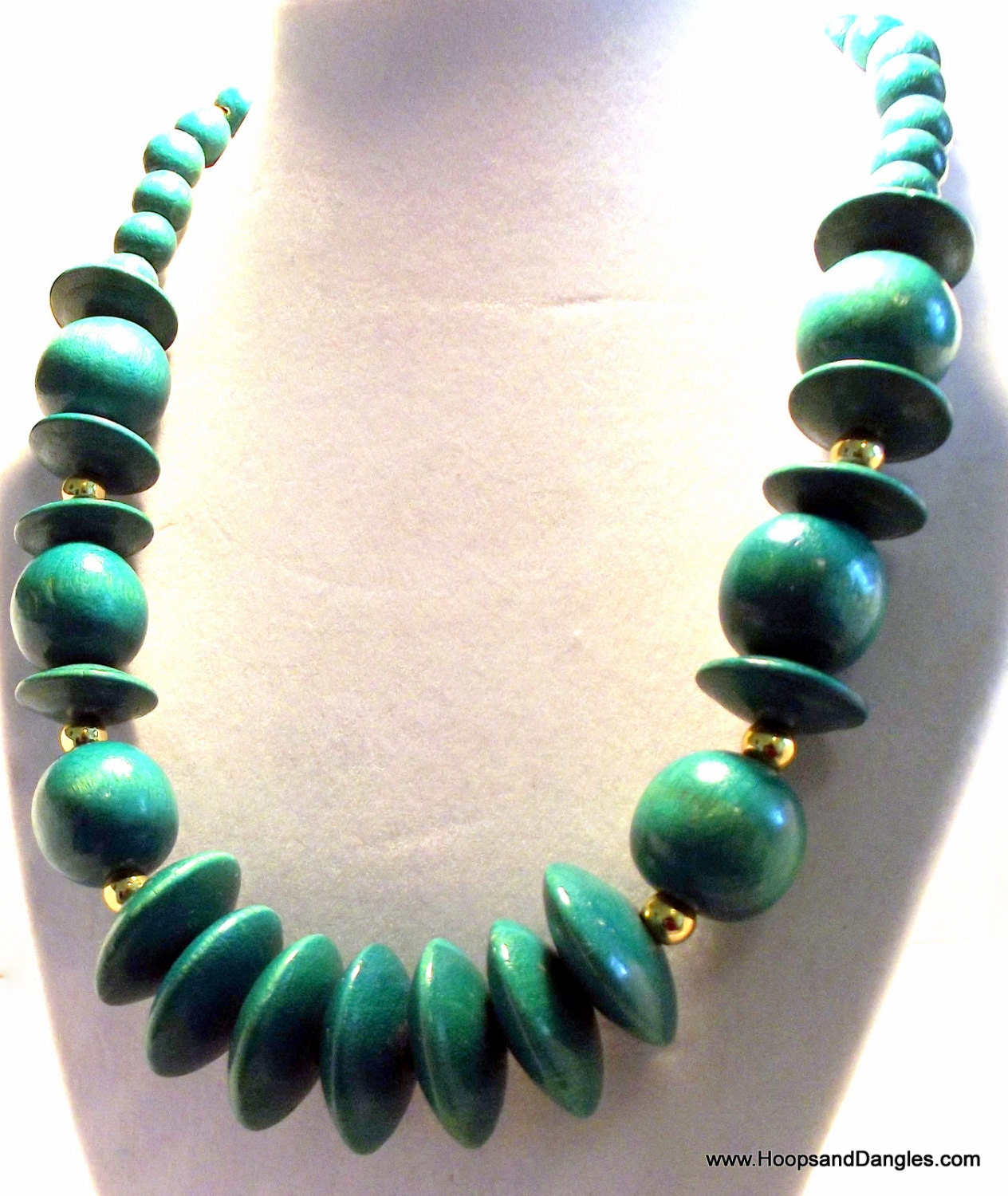 Green Costume Jewellery: Vintage Costume Jewelry Emerald Green Wood Bead By