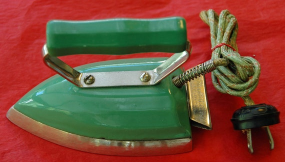 Vintage GREEN ENAMEL Child's Electric IRON Hovolts Samson Panelmatic Jr.,Original Cloth Cord, Green Wood Handle, Utility Iron 115V 80W