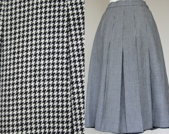 Vintage 90's black and white hounds tooth wool skirt, skorts, Small.
