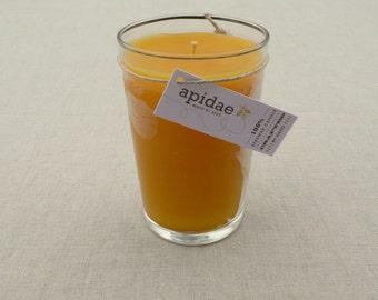 Bienenwachskerze im marokkanischen klaren Teeglas