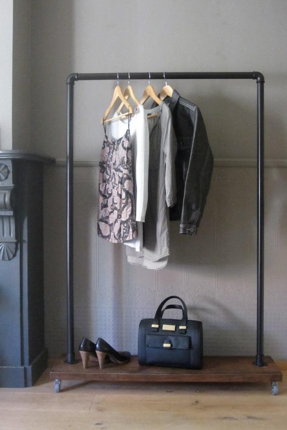 Industriele kledingrek