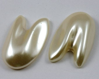 Vintage 20mm x 30mm Luster White Faux Pearl Cabochon #490