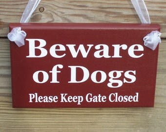 Beware of Dogs Please Keep Gate Closed Wood Vinyl Sign Outdoor Prim Rustic Country Red Home Decor Housewarming Door Fence Hanger Unique Gift