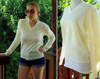 CREAM 1970's 80's Men's Vintage Cream White Sweater with V Neck size Small Medium