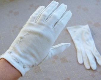 Snow WHITE 1950's 60's Vintage Embroidered Cotton Gloves // Sunday Best