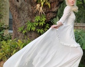 Exquisite Vintage Wedding Dress!! Beautiful! One of a kind! Size 4- 6