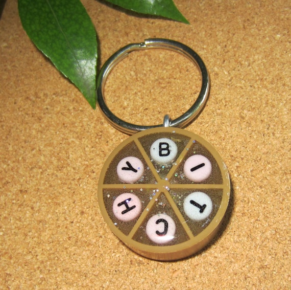 BITCHY - Trivial Pursuit keychain - BROWN