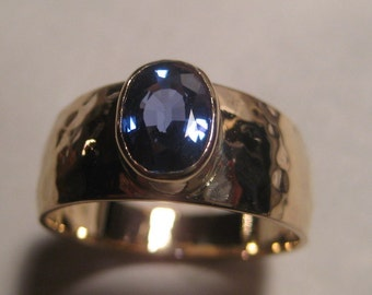 Blue Sapphire Ring ... 14 kt Gold .. Tapered Hand Hammered Band ... size 7