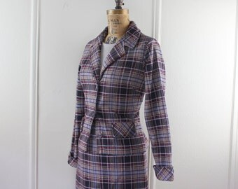 vintage 1970s Plaid Suit:  fitted blazer, pencil skirt, & ribbed short sleeve sweater - Charcoal, Gray, Tan, Red - size small to medium