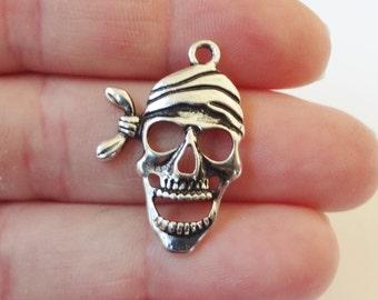 10, Pirate Skull Charms 27x19x2mm ITEM:AI7