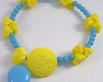 Sunshine.. Yellow and turquoise czech glass memory bangle bracelet