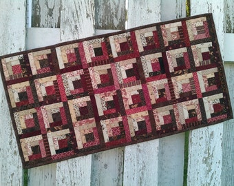 Quilted Log Cabin Table Runner (EDTR24)