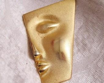 Vintage Mod Face Brooch in Matte and Polished Goldtone. B5