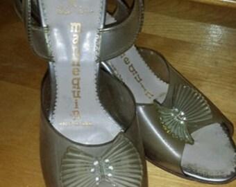 SALE * Vintage 1950's Slingback Lucite Shoes