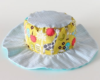 SALE - Reversible toddler sun hat, gender neutral, with giraffes and bears