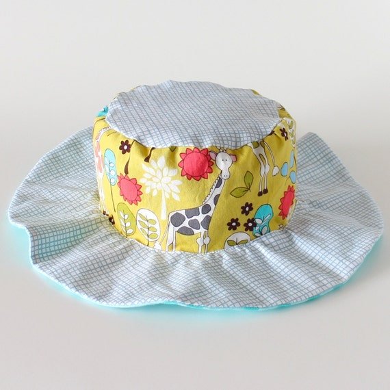 SALE - Reversible toddler sun hat, ready to ship, gender neutral, with giraffes and bears