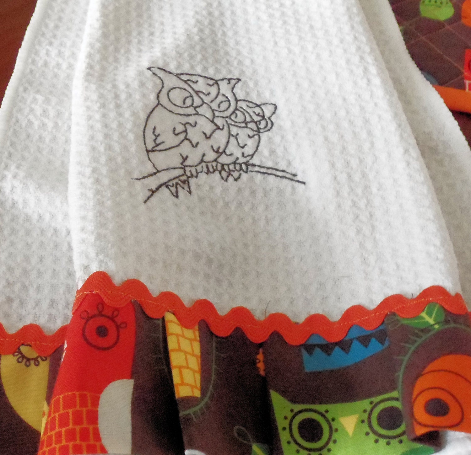 Retro owl hanging towel and quilted pot holder kitchen set for Quilted kitchen set