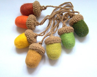 Acorns garland Felted acorns crochet leaves garland yellow red green Woodland nursery decoration autumn fall Weddings Birthday party decor