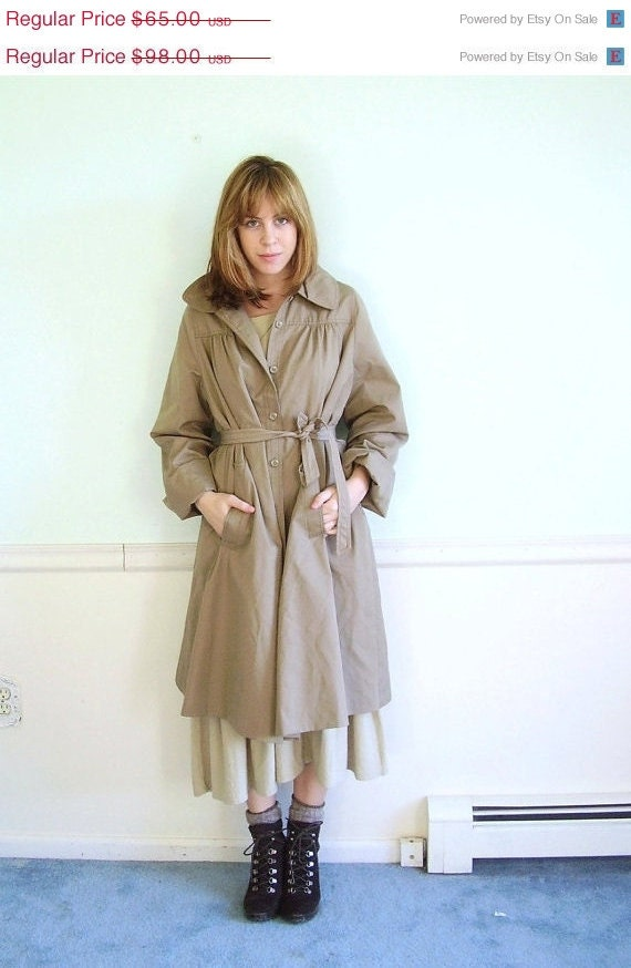 25% OFF . . . April in Paris 60s Khaki Classic Feminine Fit Trench Coat Jacket S/M