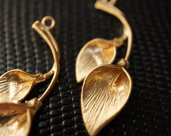 Supplies Sale - High Quality Solid Brass3D 18K Matte Finished Gold Tulips Lilies Charm Pendants - 1 piece