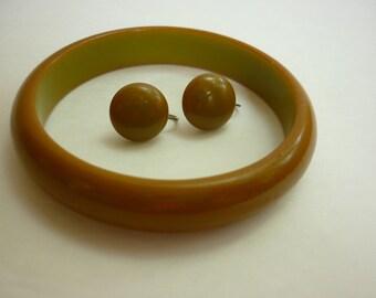 Bakelite Earrings and Bracelet Set PEA Green