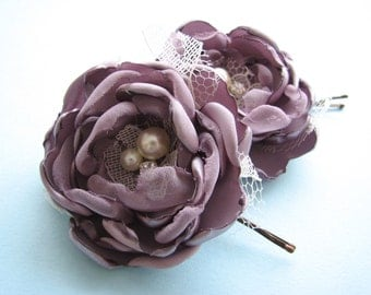 Purple hair flowers, pair of bobby pins in victorian lilac, dusty purple, lavender  wedding silk roses,  bridal rhinestones and pearls
