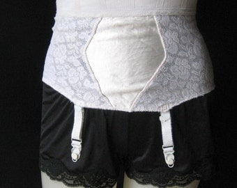 50s 60s Vintage White Pull On Garter Belt, Elastic Stretch Lace, 4 Stocking Clips, Cotton Nylon Rayon, Sears Tight Shapewear, 24 to 26 Waist