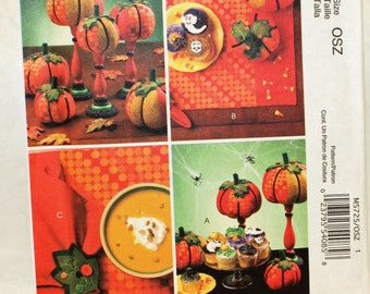 McCall's M5725, Sewing Pattern, Harvest Items, 3 Pumpkins, Placemat, Napkin and Napkin Ring, Craft Pattern, UNCUT