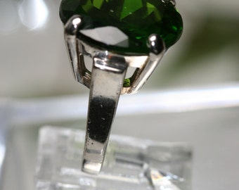 Sterling and Green Glass Stone Ring - Vintage