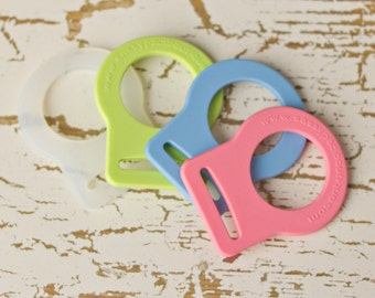 5 Mam Pacifier Adapter Button Silicone CPSIA Compliant