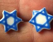 Mini étoile de David bleu boucles d'oreilles bijoux fait à la main en céramique porcelaine