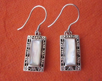 Sterling Silver Mother of pearl / Dangle Earrings / silver 925 & Nacre / handmade jewelry from Bali / (#131m)