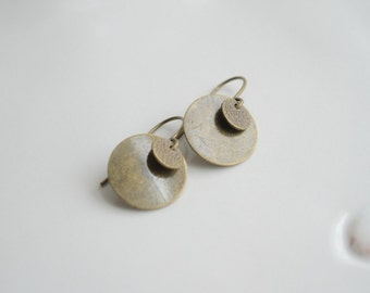 Brass Coin Earrings. Vintage Style Drop Earrings. Simple Everyday Earrings. Dangle Brass Earrings, Minimalist Earrings