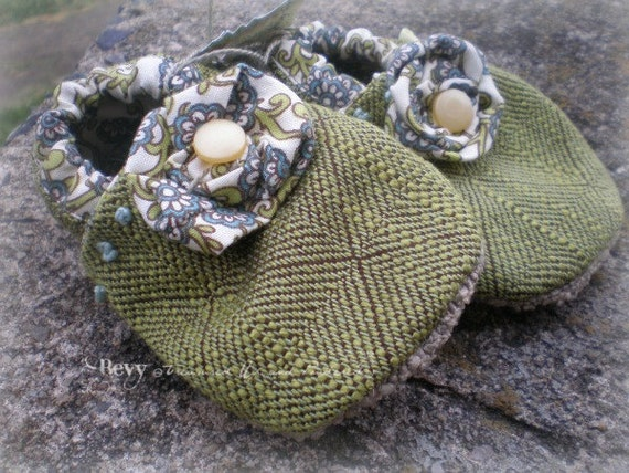 Homespun Baby Shoes (girls, 0-6 mo.)