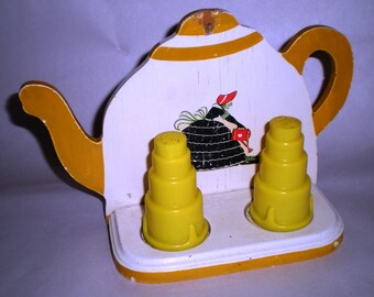 Teapot Rack with Salt & Pepper Shakers - Vintage Kitchen Wall Rack