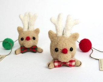 Christmas felt deer ornament : needle felted Rudolph deer head pair with red and green felt ball, natural material decor