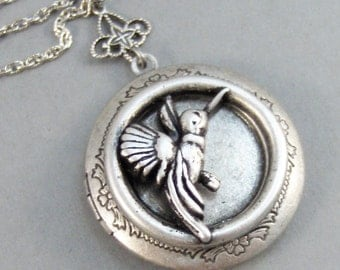 Hummingbird,Hummingbird Locket,Locket,Hummingbird Necklace,Silver Locket,Flower,Bird,Sparrow,Antique Locket,Floral,Jewelryvalleygirldesigns.