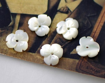 White MOP Flowers Mother of Pearl 9mm  -(V1122)/ 10pcs