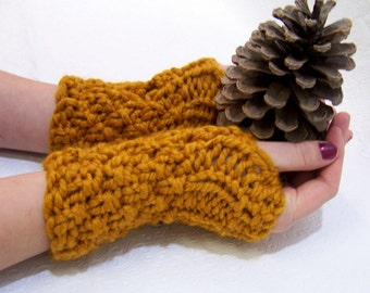 Chunky Knit Fingerless Mittens in Gold, Button Cuff Fingerless Mittens, Winter Trends, Mustard Gold Mittens, Chunky Knit Honey Gold