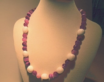 Fuchsia fire agate with white agate necklace (220)